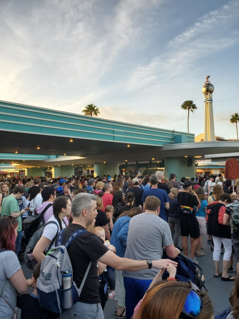 Crowd at the Hollywood Studios gate waiting for rope drop